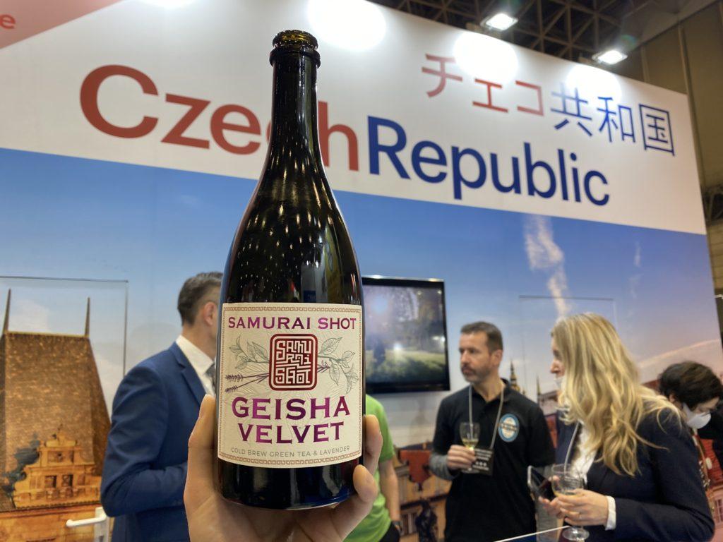 展示会のチェコブースとワイン